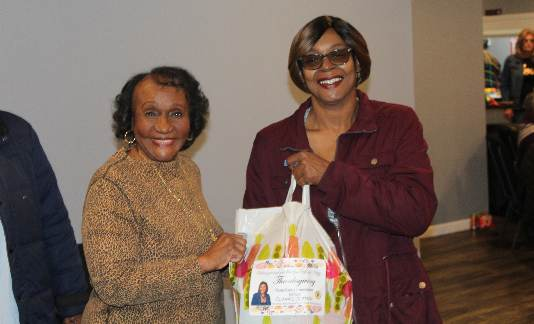 Wayne County Commissioner Clark-Coleman distributes turkey dinners to Detroit families