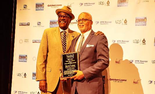 Wayne County Executive Warren C. Evans receives the Detroit Thank You Award